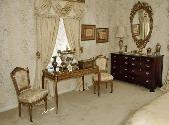 A Fine Bristol Tennessee World Class Auction - The Joseph S. Loprete Collection - 13898.jpg