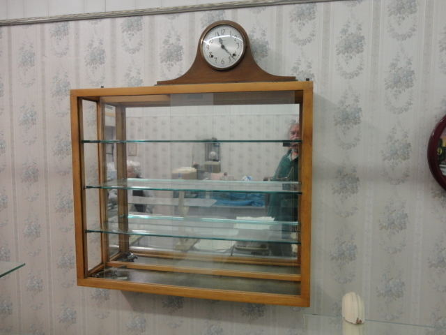 Complete Liquidation Jewelry and Furnishing Auction of Hallwoods Jewelry in our Gallery- Diamonds, Gold, Silver, Equipment, Gifts, Displays, Safe and much more - 15194.jpg