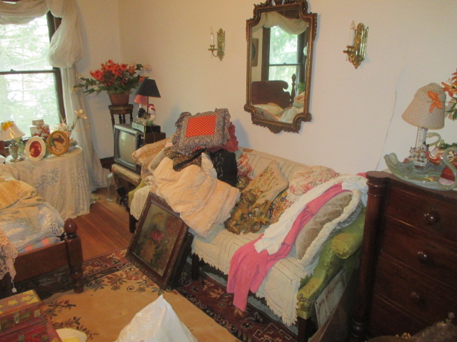 Large Antiques Living Estate Auction, Bristol TN - IMG_1054.JPG