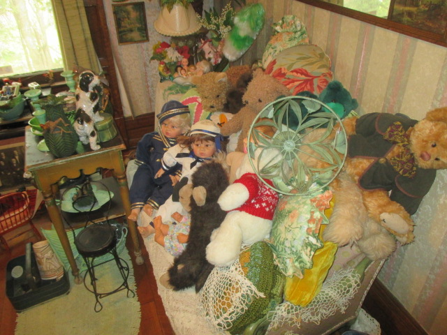 Large Antiques Living Estate Auction, Bristol TN - IMG_1077.JPG