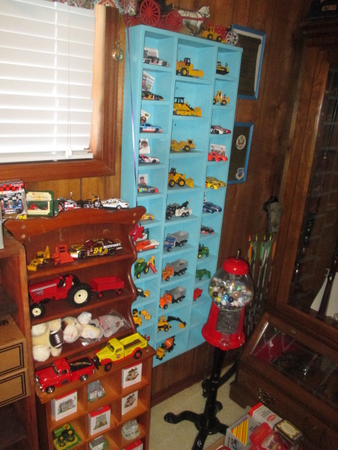 John Cole Estate Auction-Tools. Knives, Toys, Trains, Guns and More Elizabethton - IMG_2581.JPG
