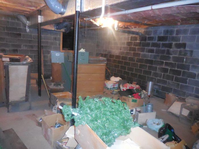 Gladys Cornelius Estate Auction Over 300 pieces of Cumbo China - DSCN2212.JPG