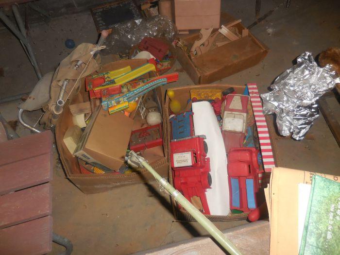 Gladys Cornelius Estate Auction Over 300 pieces of Cumbo China - DSCN2216.JPG