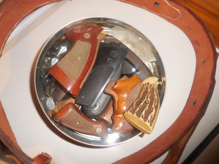 Roy Carter Estate Auction- Fine pistols, Long Guns, Custom Knives, Ammo and more - DSCN2581.JPG