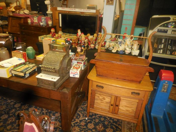 Labor Day Monday Auction  11 am Estates, Toys, Fine Quilts and much more. - DSCN2999.JPG