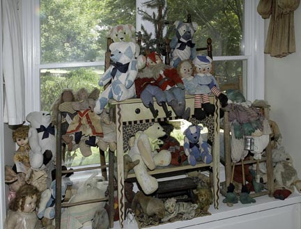 Mary L Weisfeld Living Estate Collection Abingdon Va. - Bears_and_Dolls.jpg