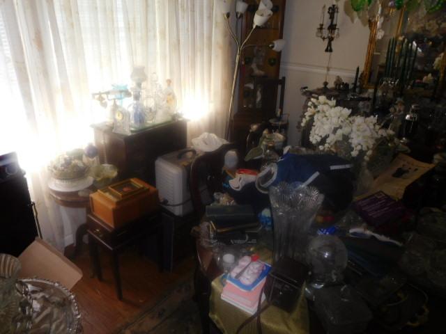 Labor Day Monday Estates- Dont Miss this auction- Unbelievable  - DSCN0403.JPG