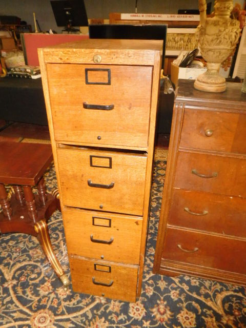 Estate Auction with some cool items - DSCN1907.JPG