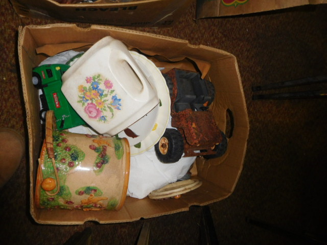 Estate Auction with some cool items - DSCN1964.JPG