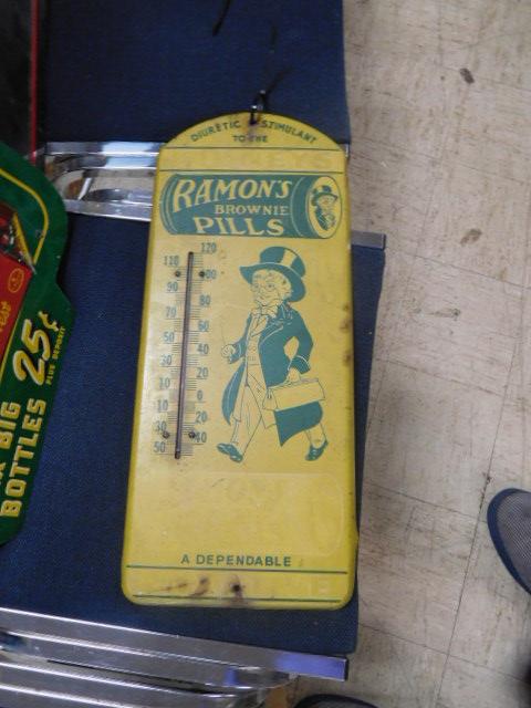 Advertising, Large Keen Kutter, Vintage toy, Jars Etc two Estate Collections - DSCN9524.JPG