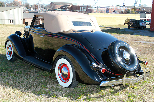 David Berry Estate Auction New Years Day-1935 LaSalle, 1936 Ford, Mascots, Antique Pharmacy items and more - 6102.jpg