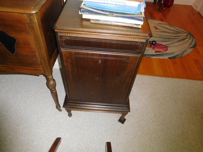 Sonja Fox Estate Auction - DSCN9649.JPG