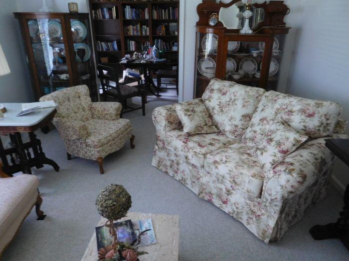 Sonja Fox Estate Auction - DSCN9652.JPG