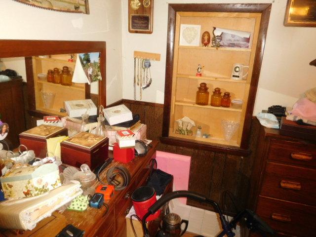 Charles Ensor Estate Auction on site in Carter County Tennessee - DSCN9875.JPG